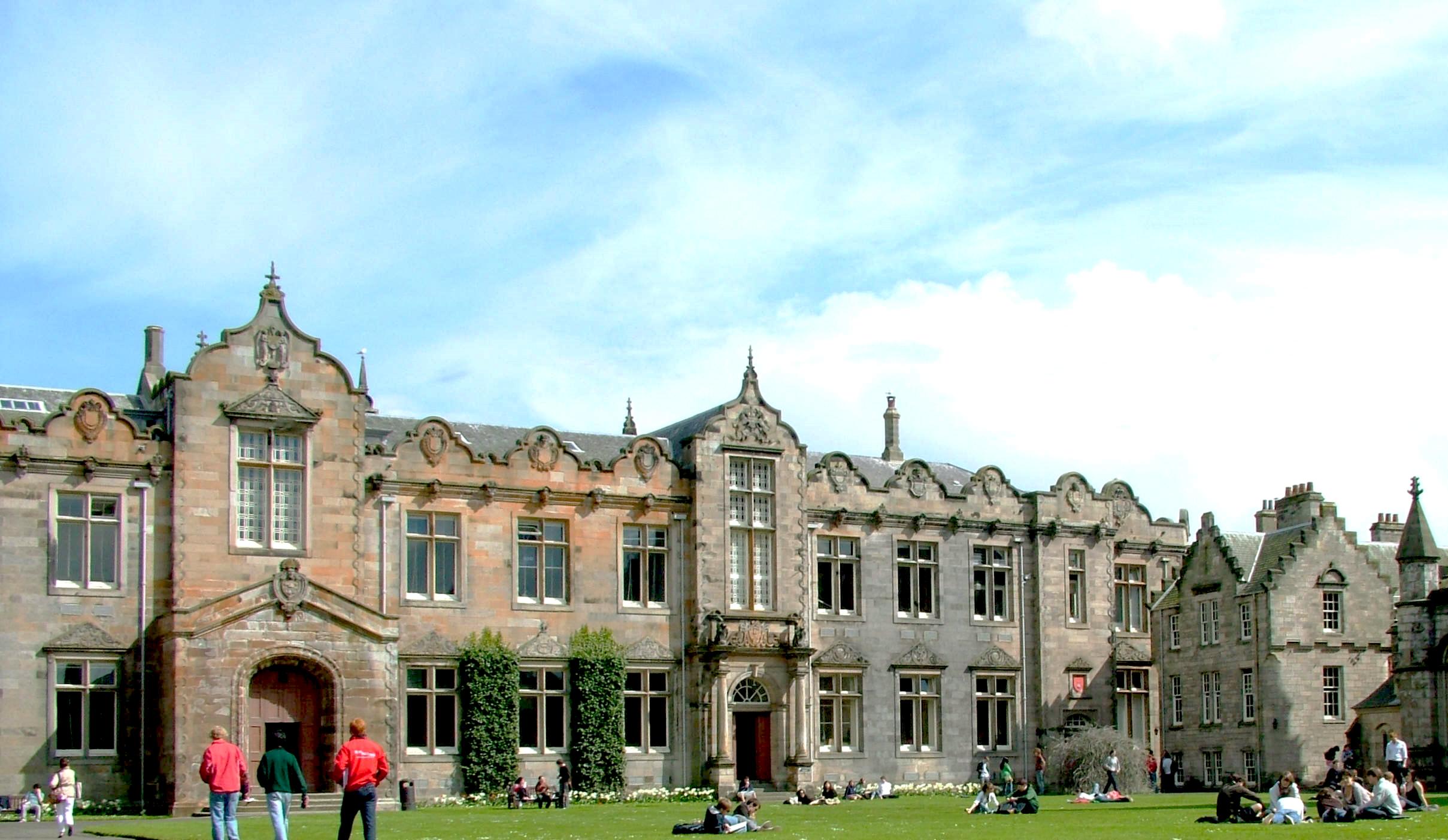 Студенти йдуть до університету