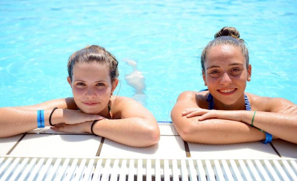 дети в бассейне лагеря на Мальте