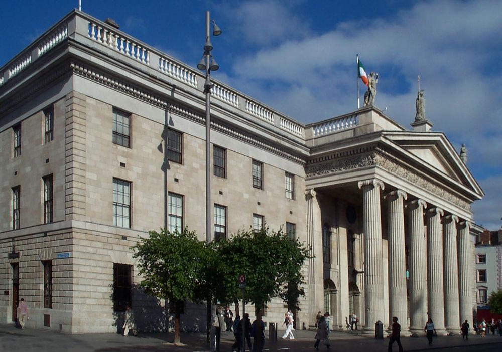 Экскурсия к зданию парламента во время обучения в Ирландии
