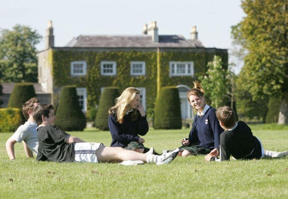 Студенты школы-пансиона в Ирландии