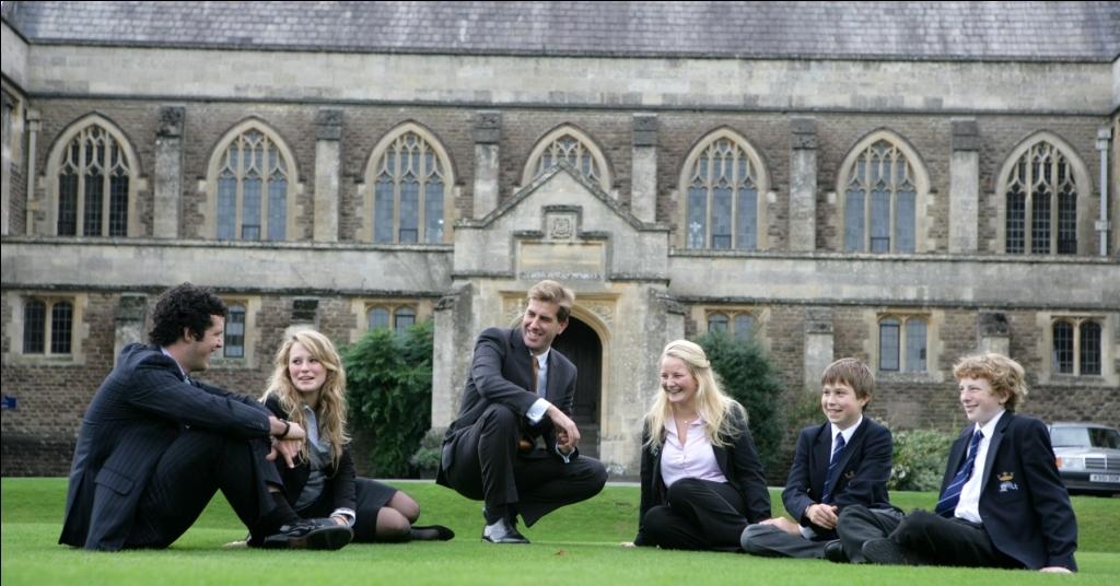 ученики в средней школе за границей