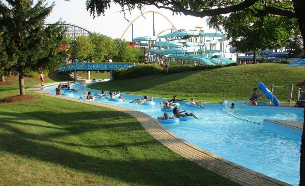 Студенты школы ILAC в Торонто в аквапарке