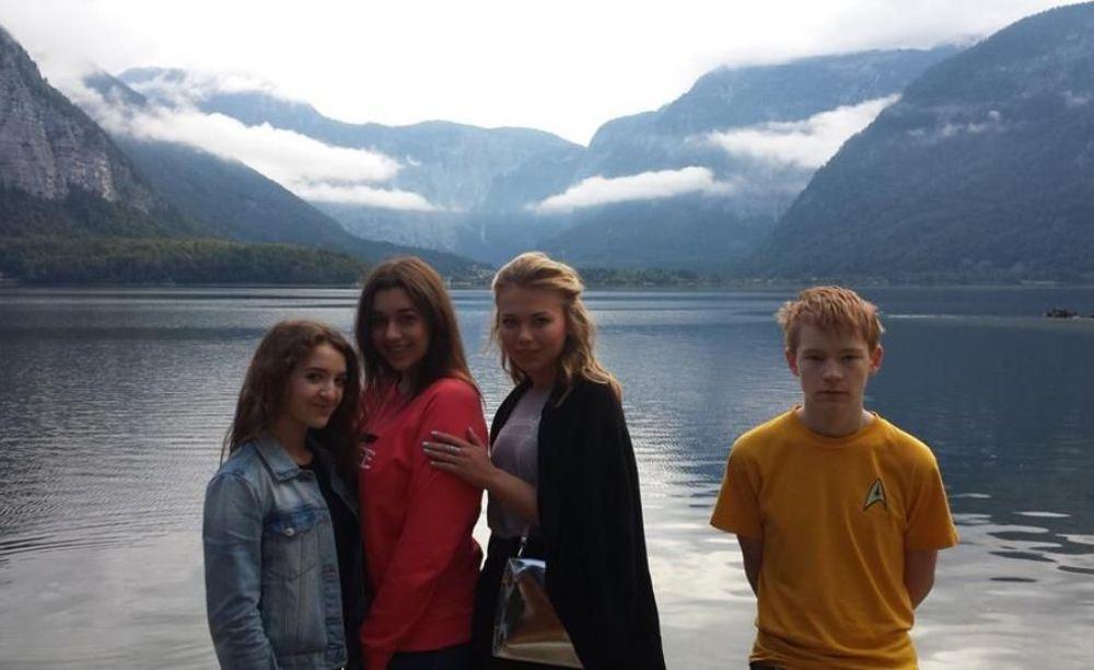 прогулка участников лагеря American International School Salzburg