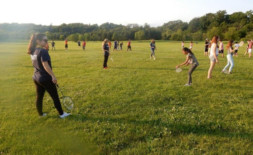 дети на спортивной площадке в лагере Tamwood University of Toronto