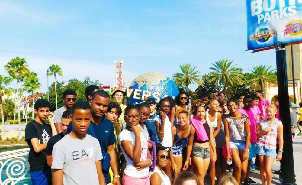 участники лагеря OHLA Miami на экскурсии