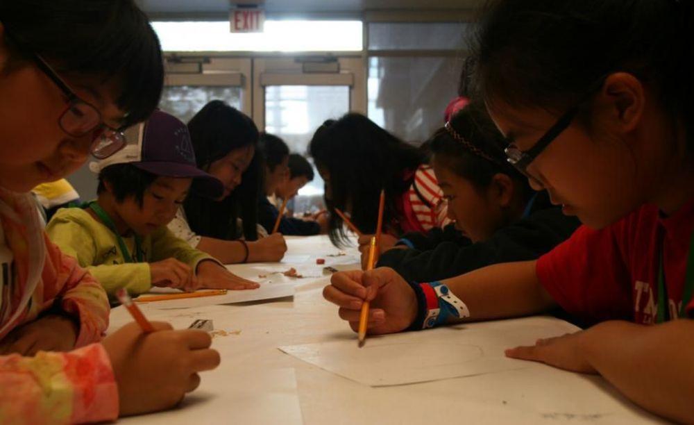 дети на занятиях в лагере Tamwood в Ванкувере