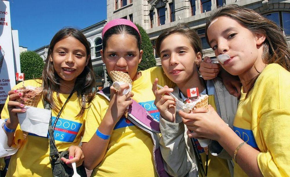 участники лагеря Tamwood University of Toronto