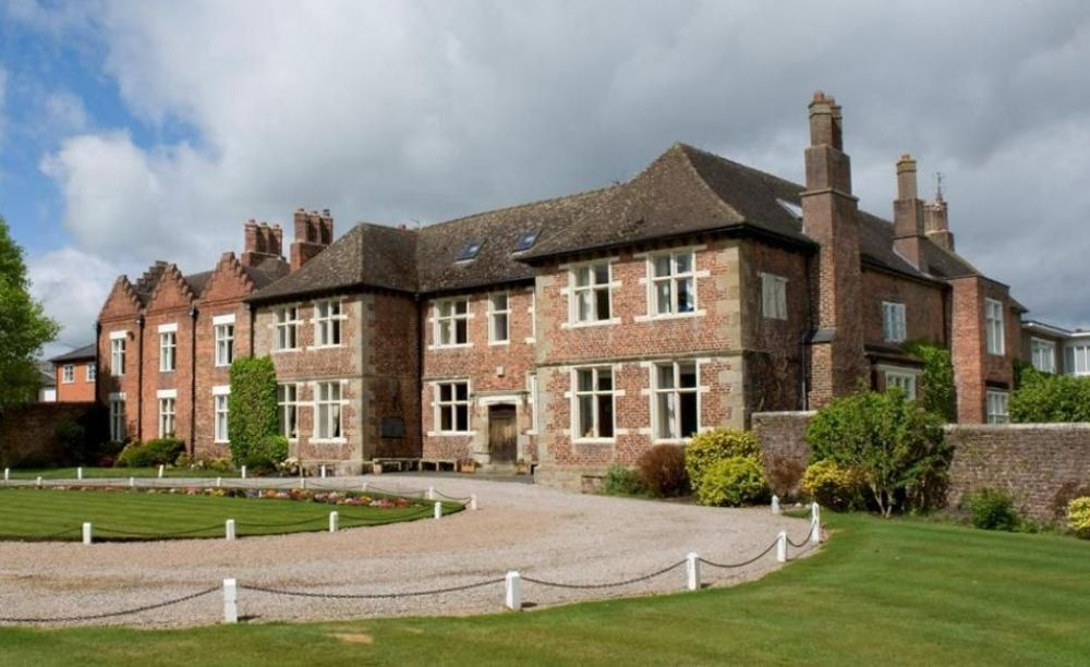 здание Moreton Hall