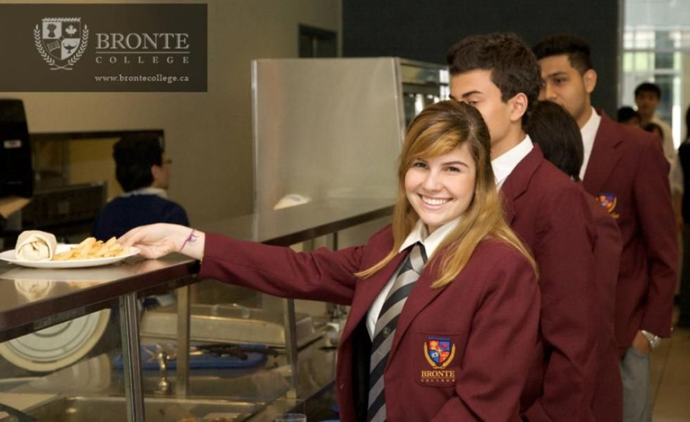 студенты Bronte College