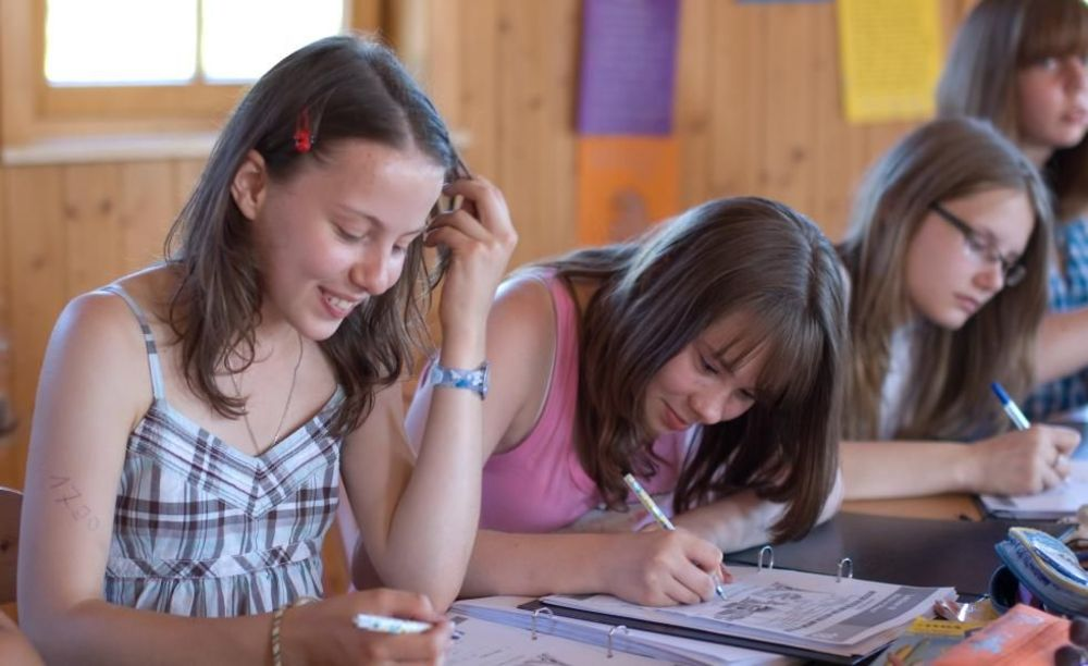 дети на занятиях по немецкому языку в школе Lindenberg, Humboldt – Institut
