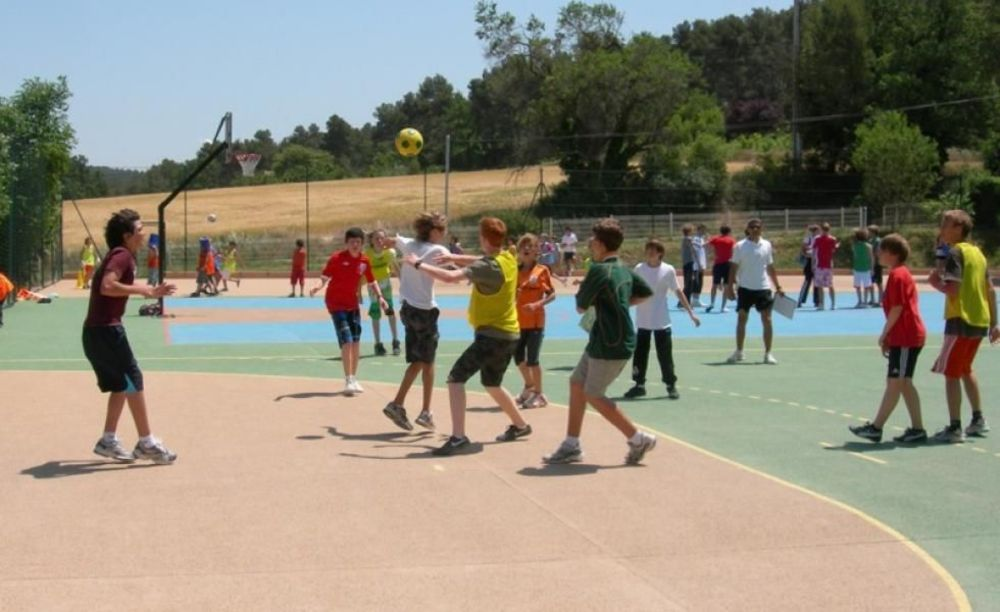 дети на спортивной площадке International Bilingual School of Provence