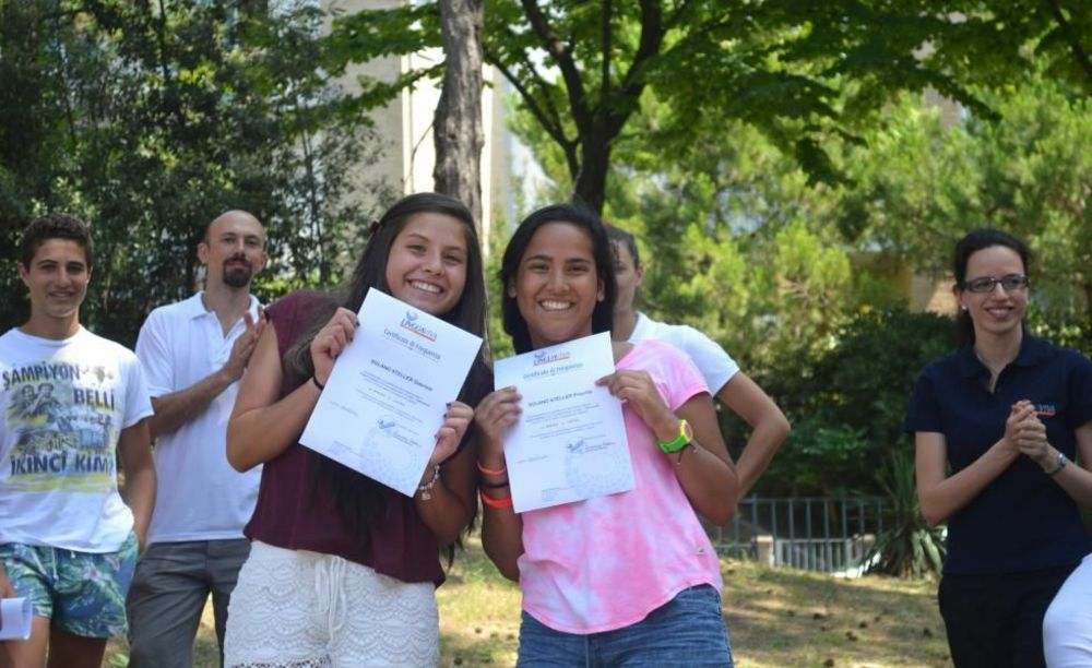 студенты лагеря с дипломами Linguaviva Summer Camp, Lignano