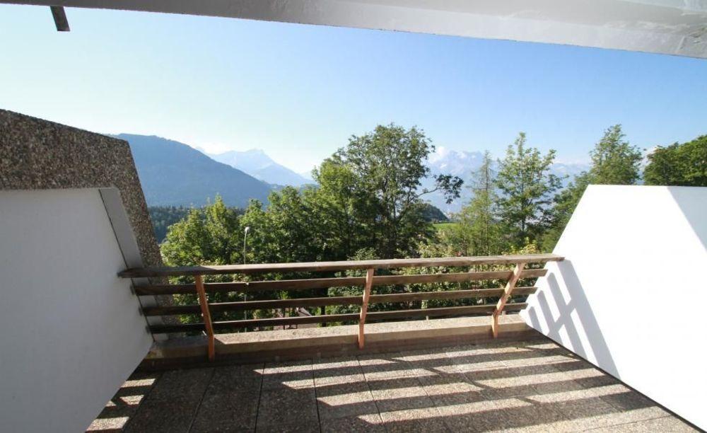 вид из окна резиденции Leysin, Alpadia Summer Camps