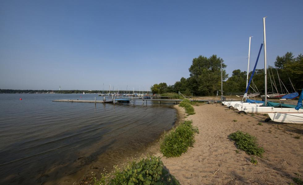 озеро около центра Berlin - Wannsee, летний лагерь Alpadia