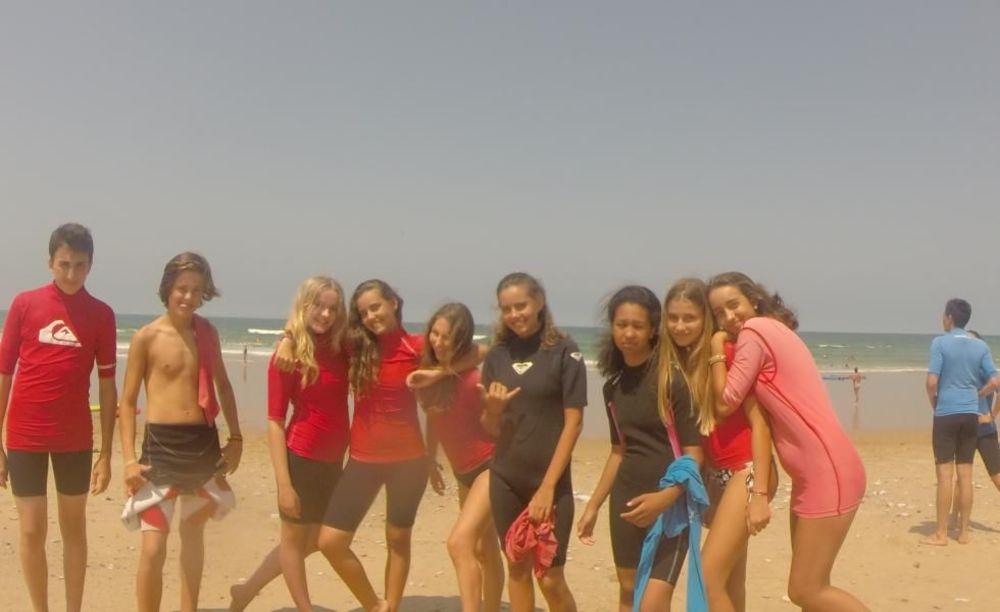 дети на пляже Biarritz Alpadia Summer Camps