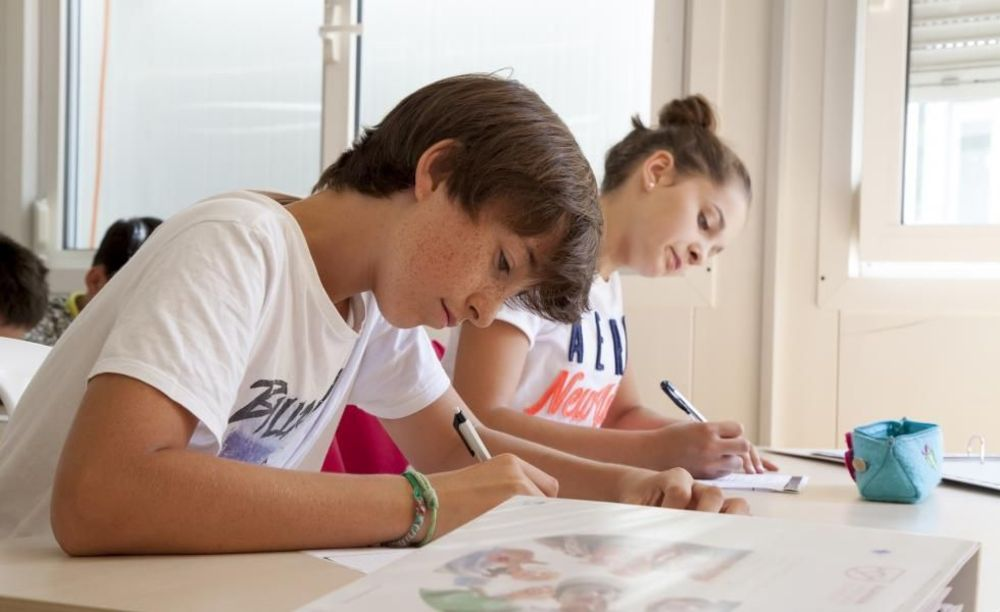 дети на занятиях Leysin, Alpadia Summer Camps