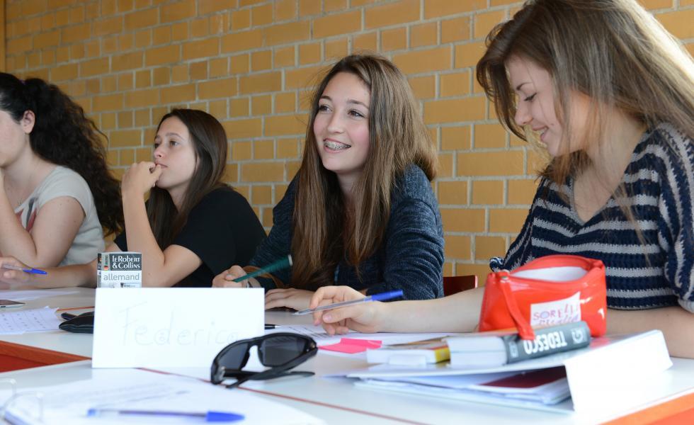 студенты на занятиях в лагере питание в лагере Alpadia Berlin - Wannsee