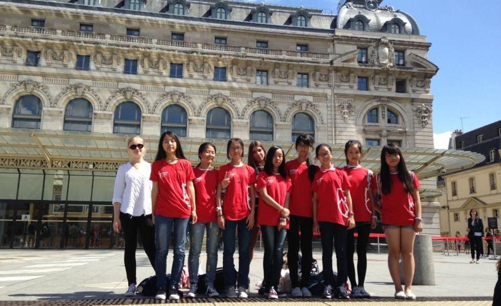 участники летней программы Paris-Igny, Alpadia Summer Camps  на экскурсии