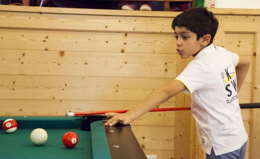 игра в бильярд Leysin, Alpadia Summer Camps
