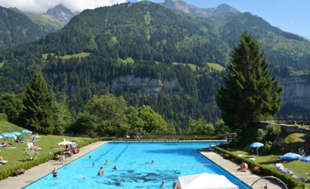 бассейн в школе Ecole Nouvelle de la Suisse Romande