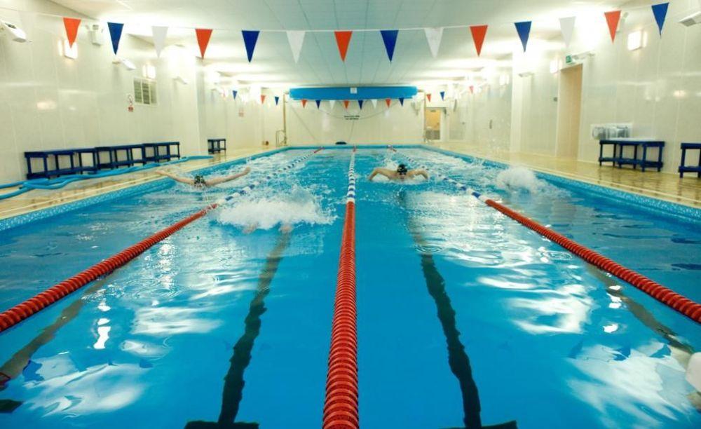 бассейн в школе Strathallan School