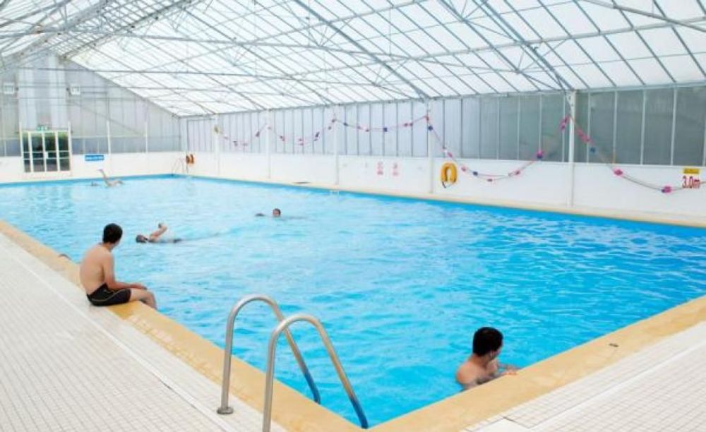 бассейн в лагере Cobham Hall Summer Camp