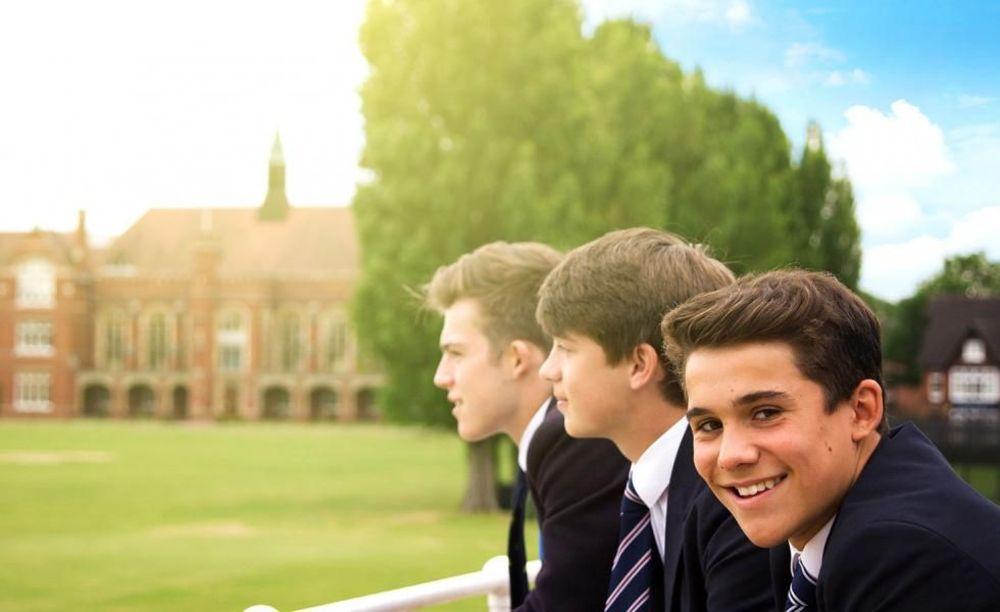 Bedford School мальчики в школе