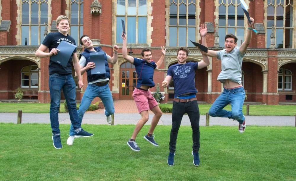 Bedford School студенты