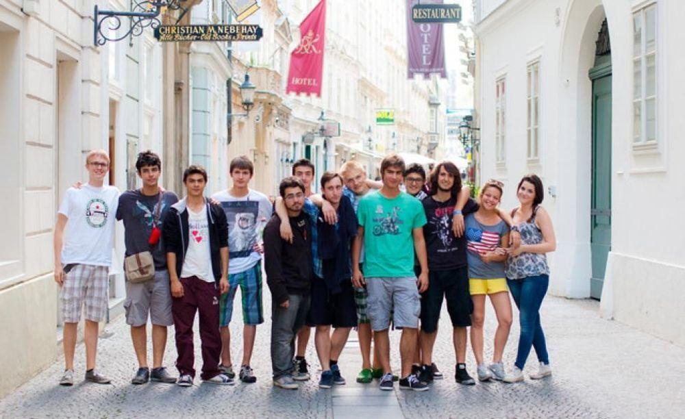 прогулка студентов в лагере Humboldt - Institut в Вене