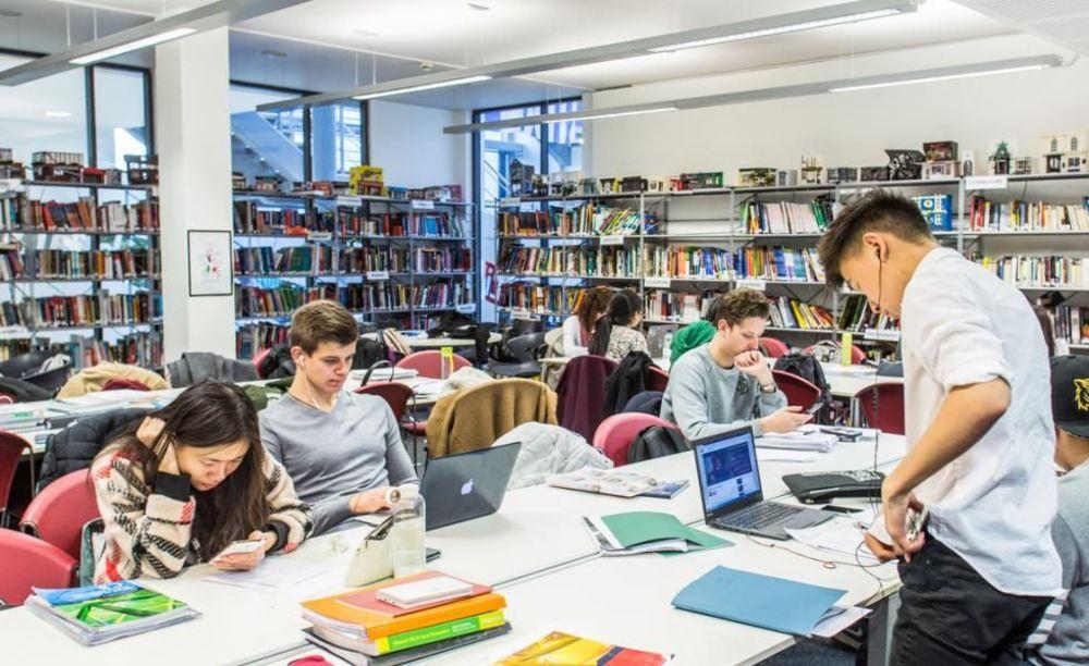 Бібліотека Bellerbys Brighton