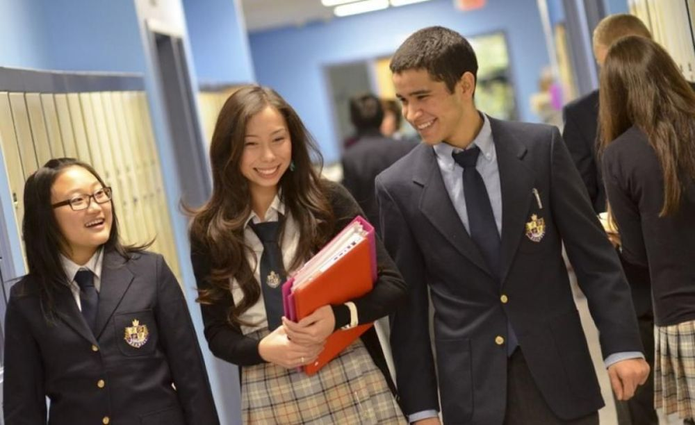 студенты Bodwell High School