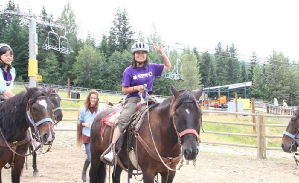 Bodwell High School Summer Programs верховая езда