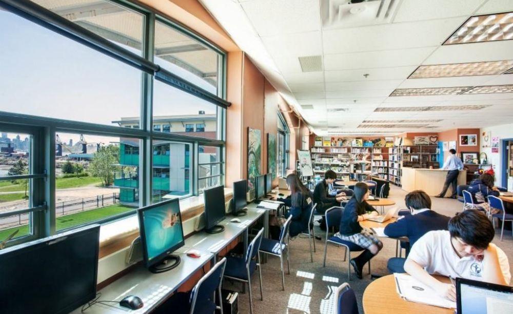 компьютерный класс в школе Bodwell High School