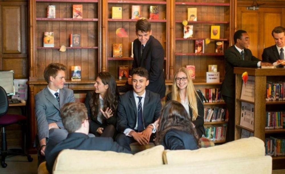 Box Hill School ученики