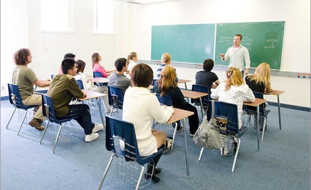 Braemar College студенти в класі