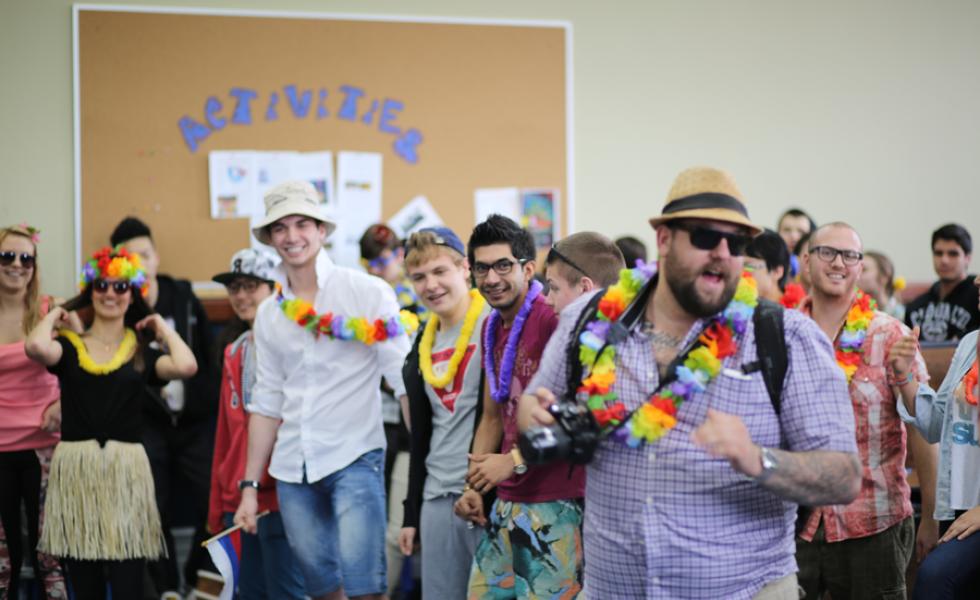 Braemar College вечеринка студентов