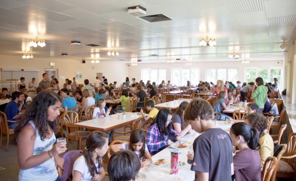 дети в кафетерии Bad Schussenried, Humboldt-Institut