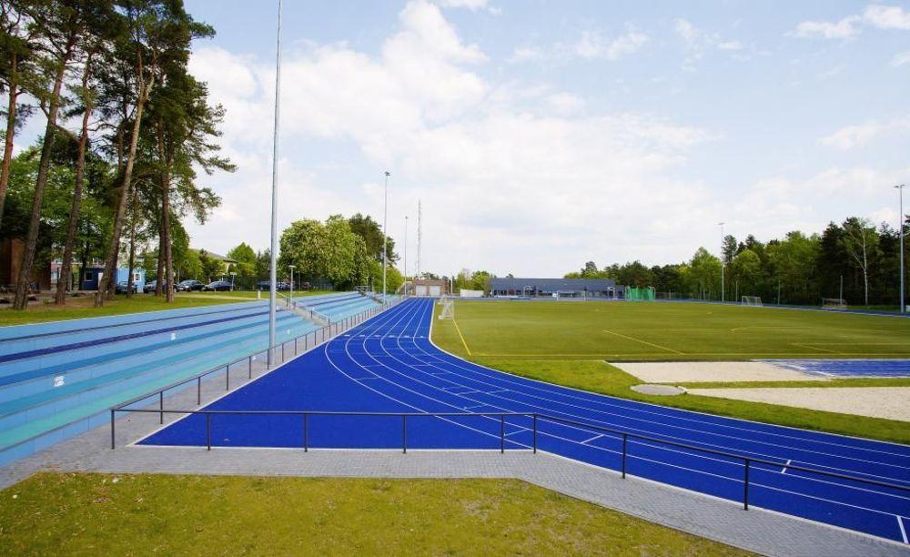 футбольное поле в школе Berlin Brandenburg International School