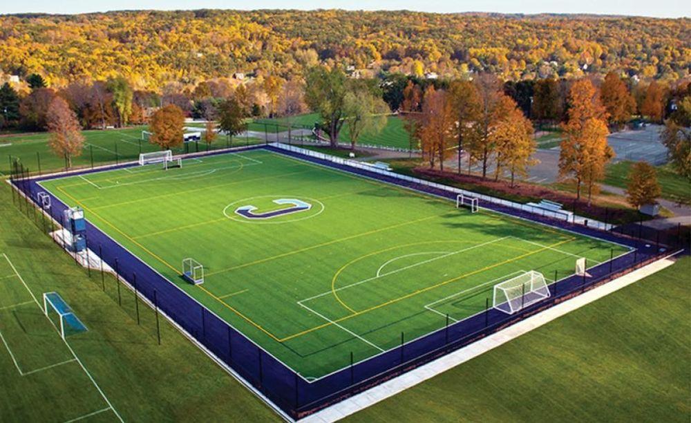 футбольное поле на территории Canterbury School