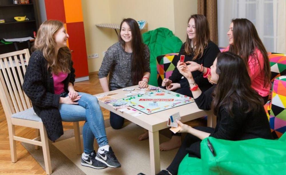 Carlsbad International School дети в резиденции