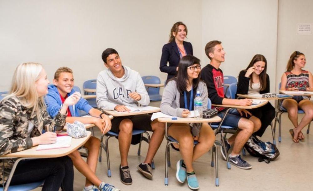 студенты на занятиях в лагере St Giles на базе California State University, East Bay