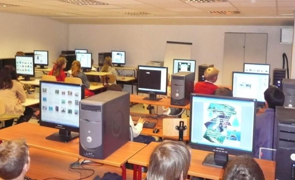 компьтерный класс в школе International Bilingual School of Provence