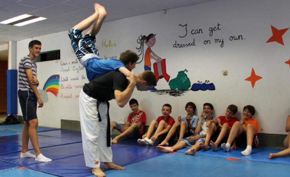 спортивная тренировка в Caxton College
