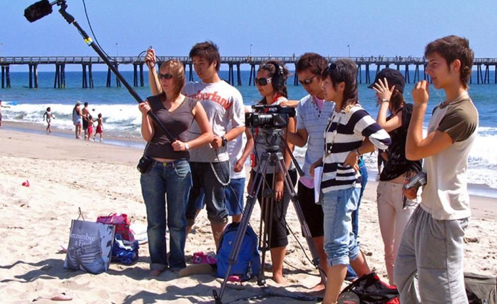лагерь FLS California State Univeristy съемка видеоклипа на пляже