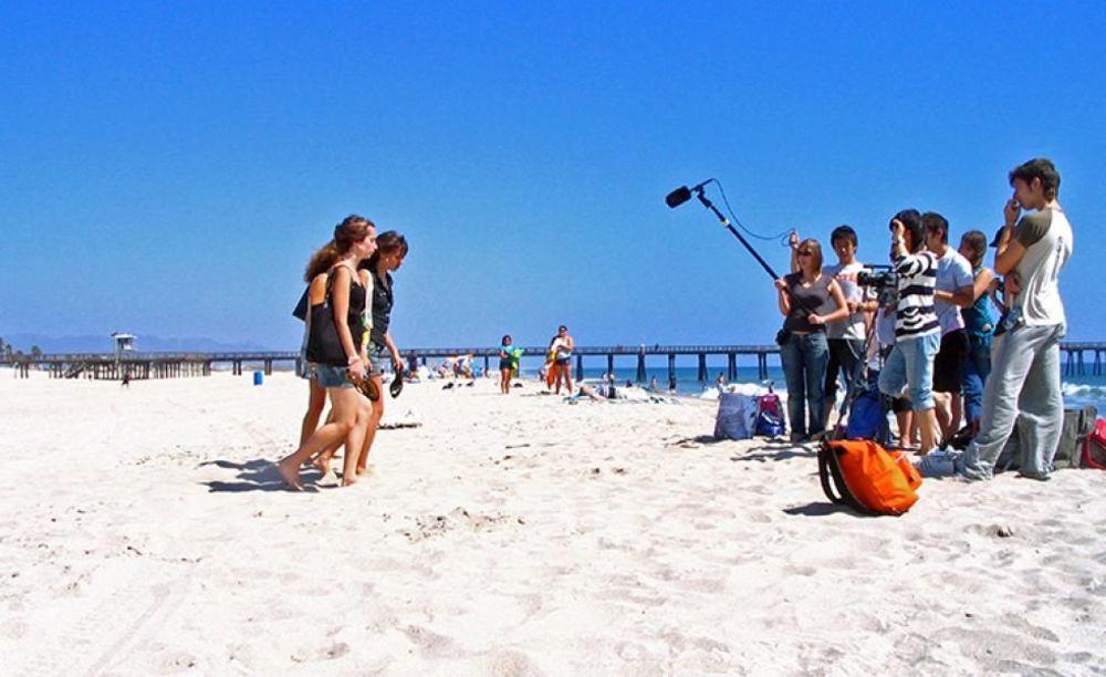 лагерь FLS California State Univeristy съемка клипа на пляже