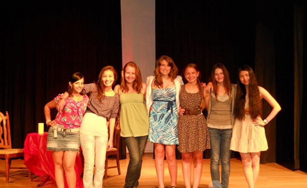 лагерь FLS California State Univeristy дети в театральной студии