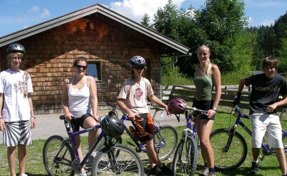 German Language School, катание на велосипедах