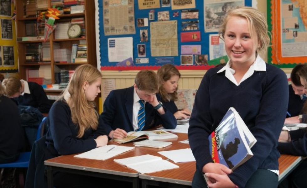 дети на уроках в Strathallan School