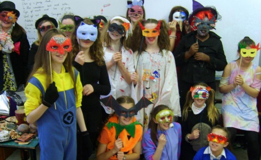 дети участвуют в мероприятиях лагеря St. Raphaela's School Summer