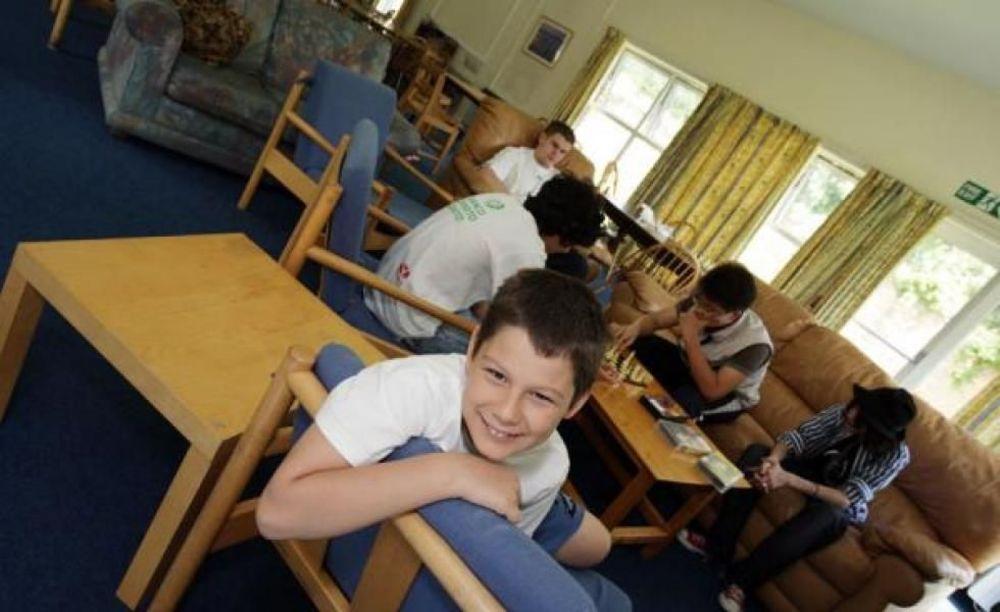 дети в лагере Cobham Hall Summer Camp